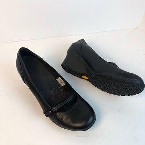 Merrell Petunia black vibram shoes size 9 wedges